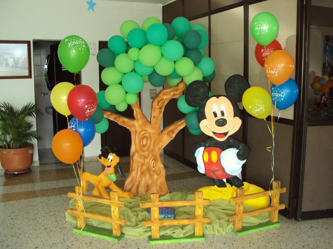 Mickey mouse decoracion de globos for Globos decoracion fiestas